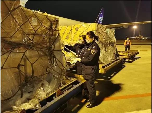 重庆海关快速放行 重庆欣海助力1331套防疫物资送达武汉抗疫前线